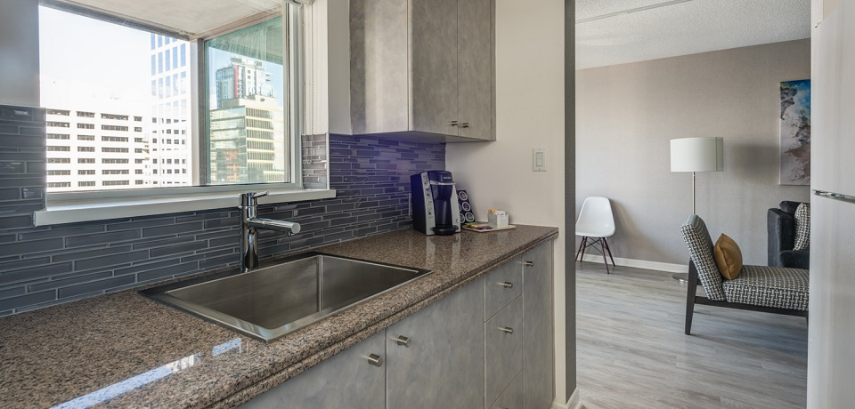 Carmana Plaza Hotel - Downtown Vancouver - Standard Two Bedroom Suite B (kitchen)