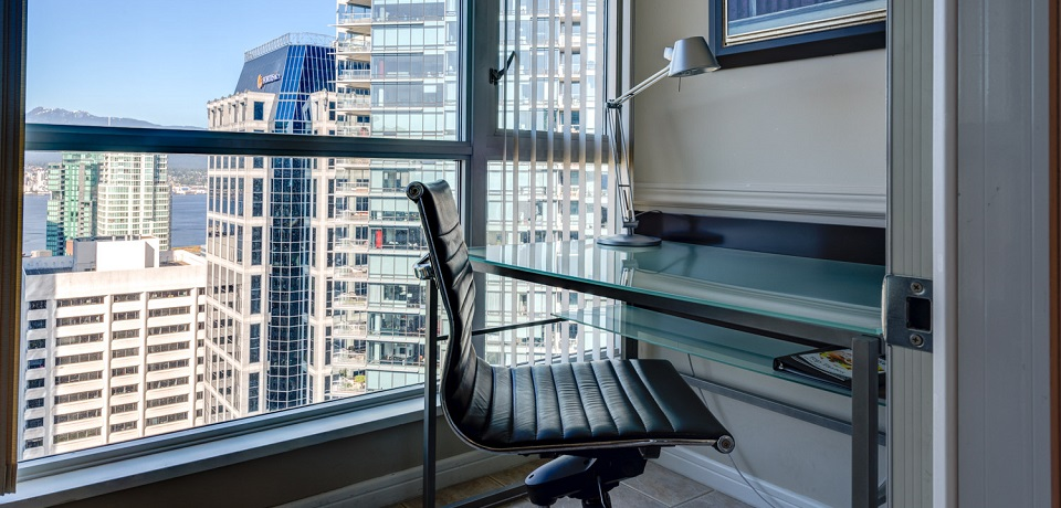Carmana Plaza Hotel - Downtown Vancouver - Carmana One Bedroom Suite (office)