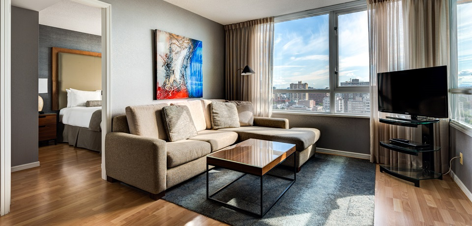 Carmana Plaza Hotel - Downtown Vancouver - Executive One Bedroom Suite (living room area)