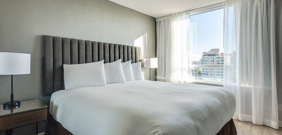 Carmana Plaza Hotel - Downtown Vancouver - Standard One Bedroom Suite (1 king bed)